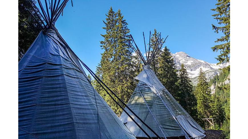 Tipi-Übernachtung in den Glarner Alpen für 2